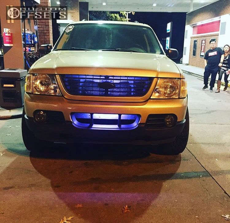 """2003 Ford Explorer Aggressive > 1"""" outside fender on 16x8 -12 offset Pro Comp Series 52 & 305/70 Nitto Mud Grappler on Leveling Kit - Custom Offsets Gallery"""