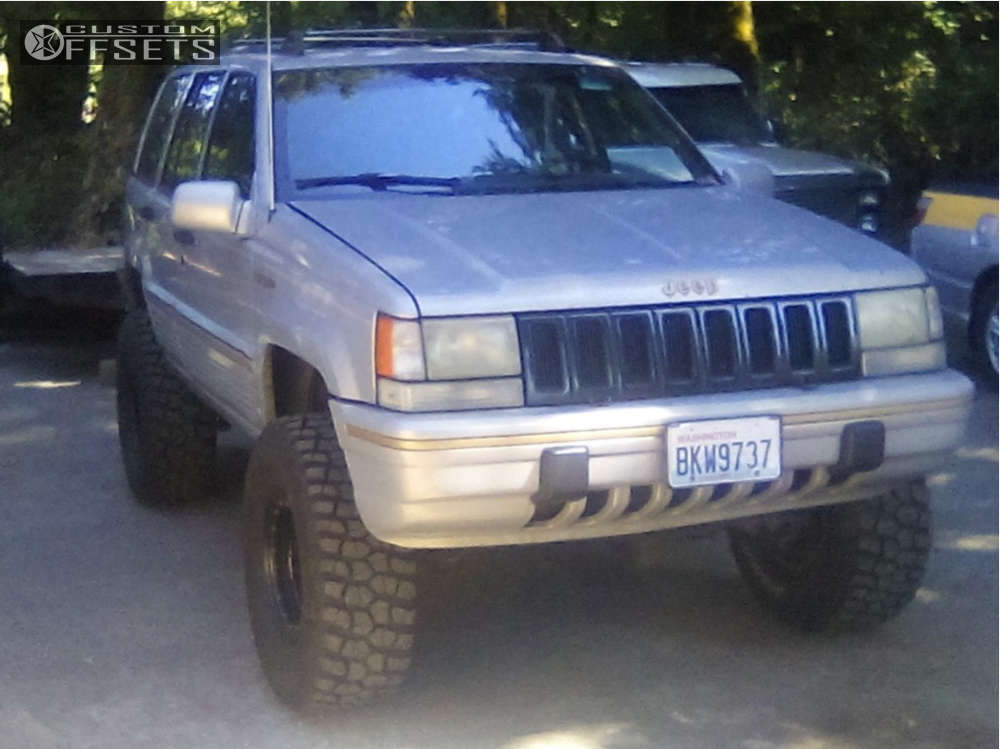 """1994 Jeep Grand Cherokee Slightly Aggressive on 15x8 -19 offset Pro Comp Series 252 & 33""""x12.5"""" BFGoodrich Mud Terrain T/a Km2 on Suspension Lift 5.5"""" - Custom Offsets Gallery"""