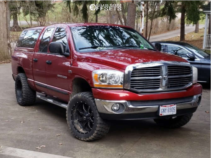 """2006 Dodge Ram 1500 Super Aggressive 3""""-5"""" on 20x10 -24 offset Moto Metal Mo970 and 33""""x12.5"""" Ironman All Country Mt on Leveling Kit - Custom Offsets Gallery"""