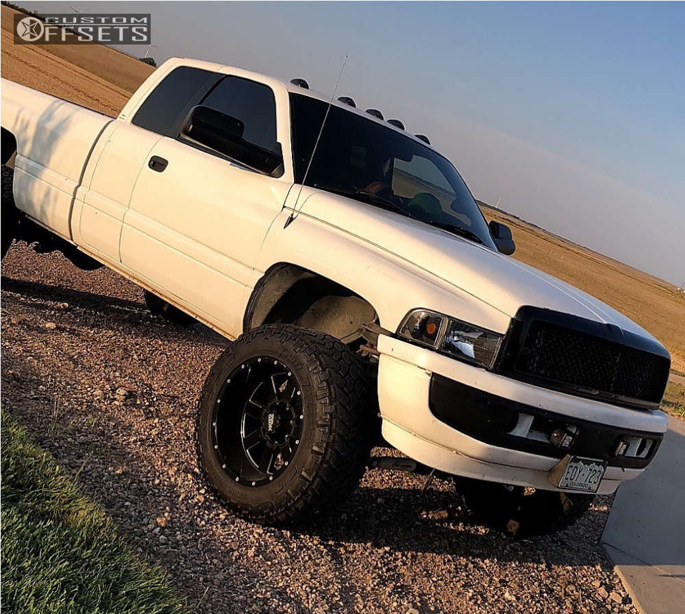 """2002 Dodge Ram 2500 Super Aggressive 3""""-5"""" on 20x12 -44 offset Moto Metal 962 & 35""""x12.5"""" Nitto Trail Grappler on Leveling Kit - Custom Offsets Gallery"""