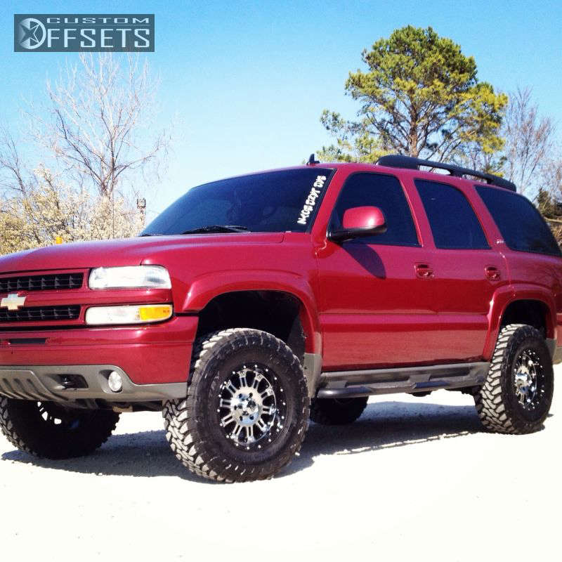 """2006 Chevrolet Tahoe Aggressive > 1"""" outside fender on 17x9 -12 offset XD Hoss and 295/70 Toyo Tires Open Country M/T on Leveling Kit - Custom Offsets Gallery"""