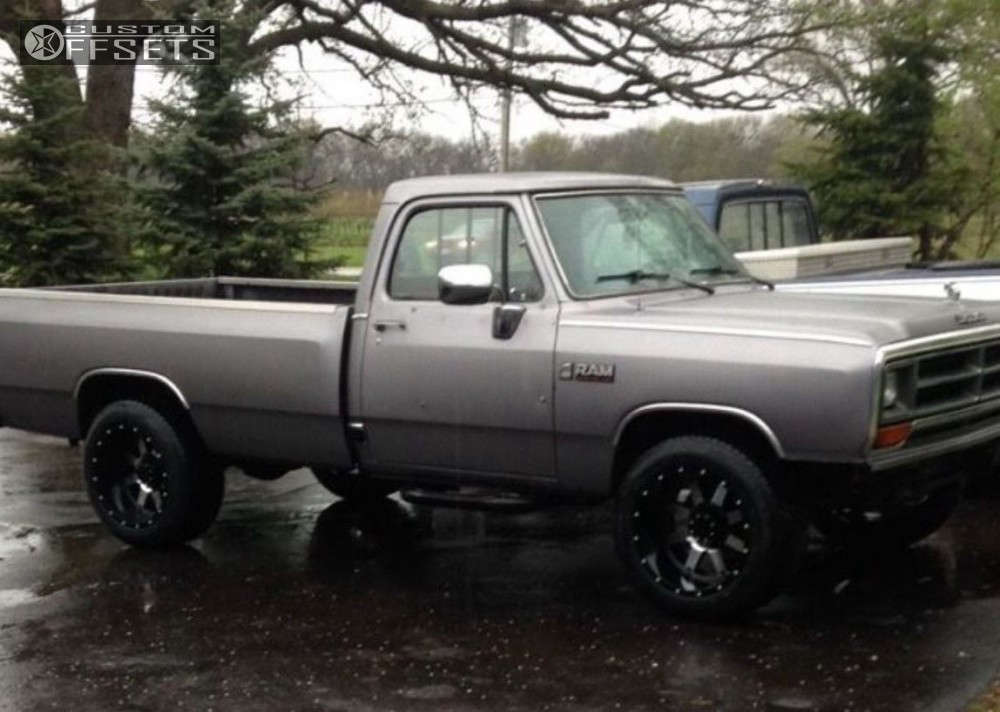 """1989 Dodge D250 Aggressive > 1"""" outside fender on 20x12 -44 offset Gear Off-Road 726 and 305/50 Toyo Tires Proxes S/T on Leveling Kit - Custom Offsets Gallery"""