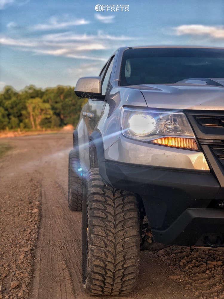 "2018 Chevrolet Colorado Aggressive > 1"" outside fender on 20x9 0 offset Hardrock Crusher H704 & 33""x12.5"" Linglong Crosswind Mt on Leveling Kit - Custom Offsets Gallery"