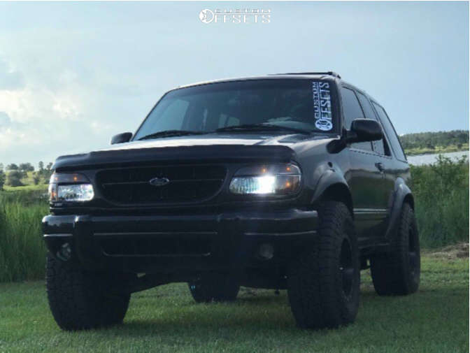 """2000 Ford Explorer Aggressive > 1"""" outside fender on 15x10 -43 offset Fuel Lethal and 33""""x12.5"""" Falken WildPeak At3w on Leveling Kit - Custom Offsets Gallery"""