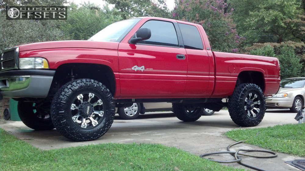 """2000 Dodge Ram 1500 Aggressive > 1"""" outside fender on 18x9.5 -4 offset Gear Off-Road Backcountry and 35""""x12.5"""" Nitto Trail Grappler on Suspension Lift 3"""" - Custom Offsets Gallery"""