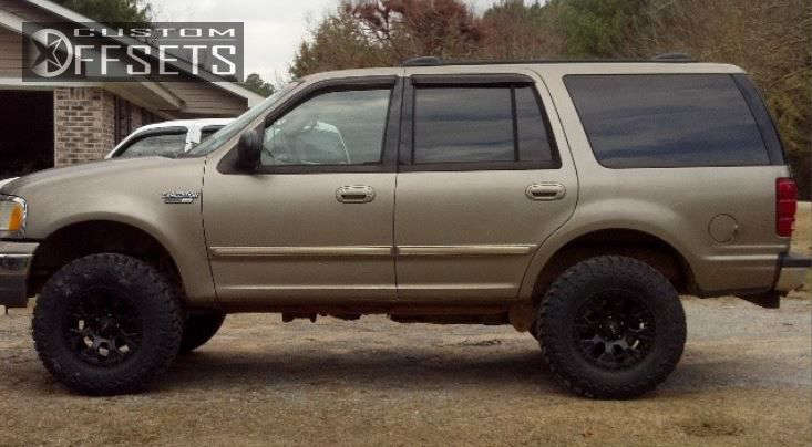 """2002 Ford Expedition Aggressive > 1"""" outside fender on 17x9 -12 offset Helo HE878 & 35""""x11.5"""" Toyo Tires Open Country M/T on Suspension Lift 3"""" - Custom Offsets Gallery"""