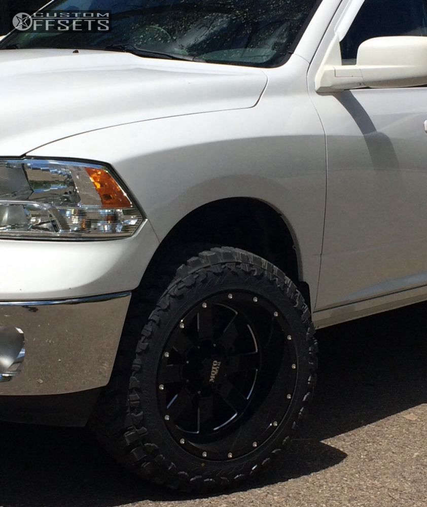 """2013 Ram 1500 Super Aggressive 3""""-5"""" on 20x12 -44 offset Moto Metal MO962 & 33""""x12.5"""" Atturo Trail Blade MT on Leveling Kit - Custom Offsets Gallery"""