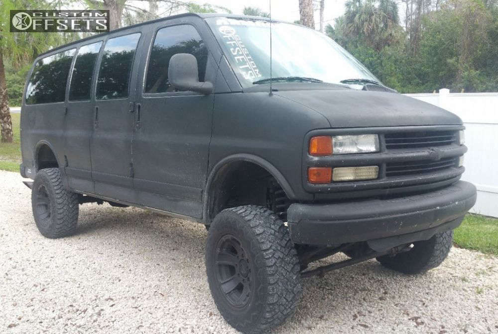 """2001 Chevrolet Express 3500 Aggressive > 1"""" outside fender on 17x9 -12 offset XD Armour & 33""""x12.5"""" Hankook Dynapro MT on Suspension Lift 6"""" - Custom Offsets Gallery"""
