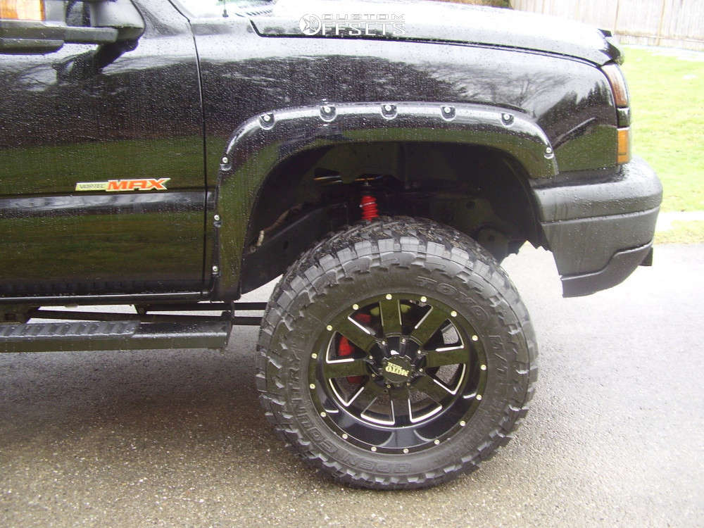 """2006 Chevrolet Silverado 1500 Aggressive > 1"""" outside fender on 20x10 -22 offset Moto Metal Mo962 & 35""""x12.5"""" Toyo Tires Open Country M/T on Suspension Lift 6"""" - Custom Offsets Gallery"""