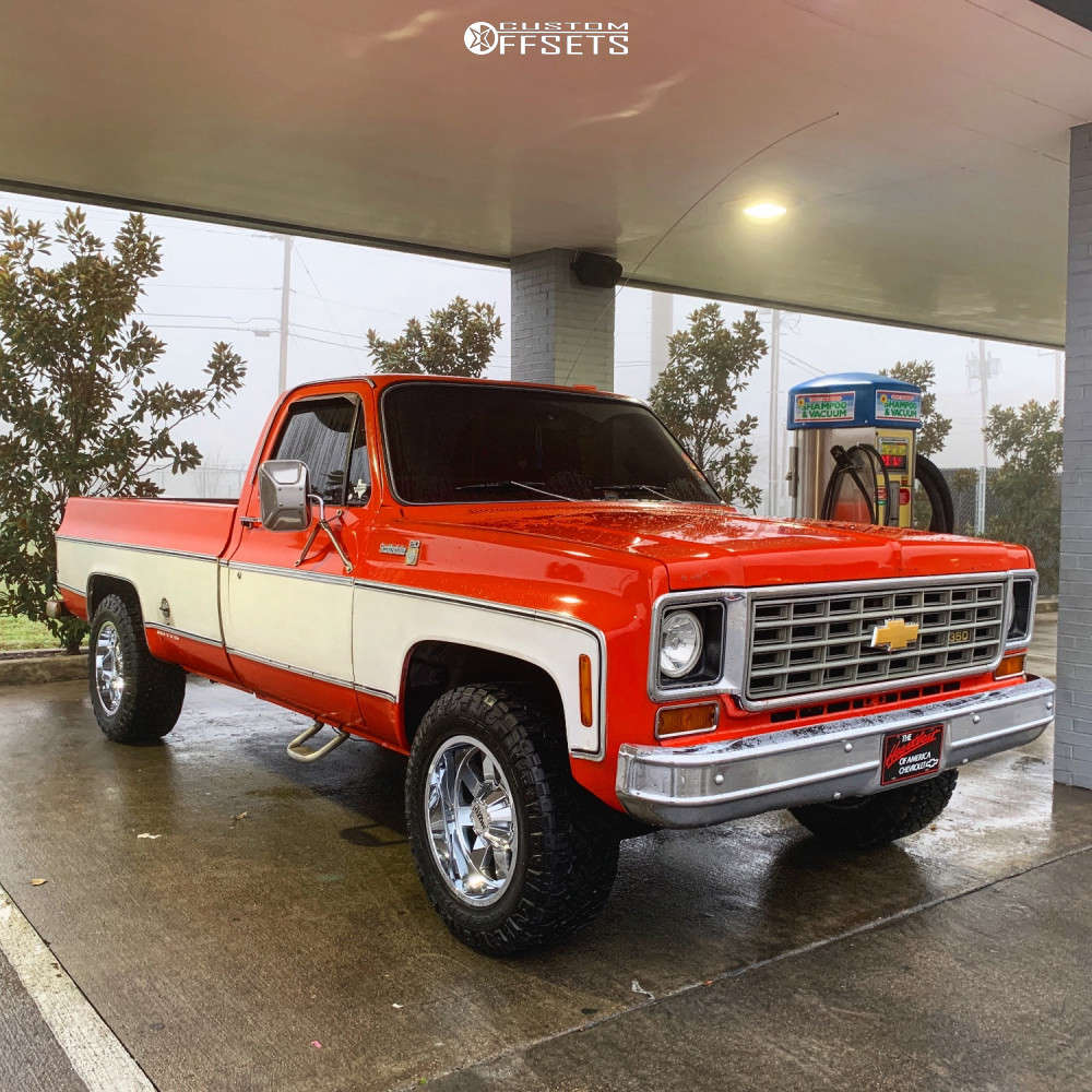 1975 Chevrolet C2500 Slightly Aggressive on 18x10 -24 offset Moto Metal Mo962 and 275/70 Nitto Ridge Grappler on Leveling Kit - Custom Offsets Gallery