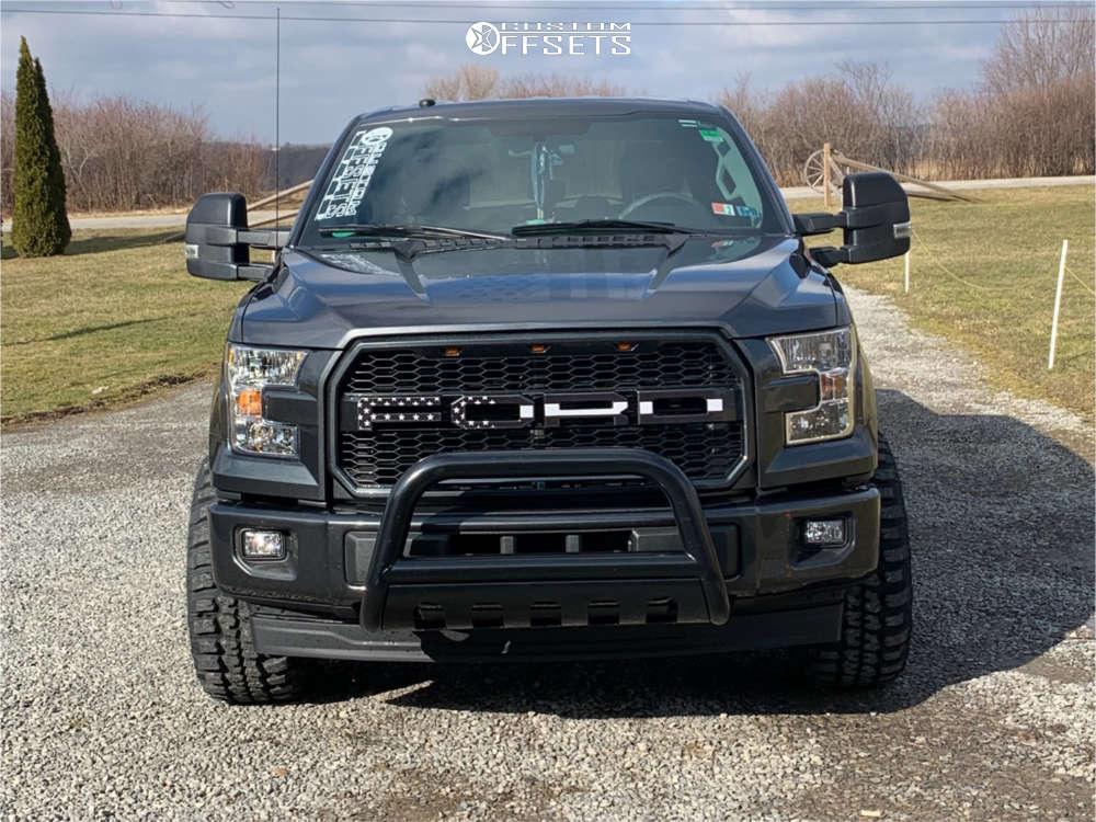"""2017 Ford F-150 Aggressive > 1"""" outside fender on 20x10 -25 offset Ultra Hunter and 33""""x12.5"""" Federal Couragia Mt on Leveling Kit - Custom Offsets Gallery"""