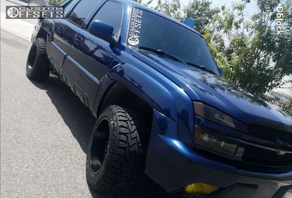 """2003 Chevrolet Avalanche Aggressive > 1"""" outside fender on 20x12 -44 offset Red Dirt Road Rd01 & 33""""x12.5"""" Toyo Tires Open Country R/T on Leveling Kit - Custom Offsets Gallery"""