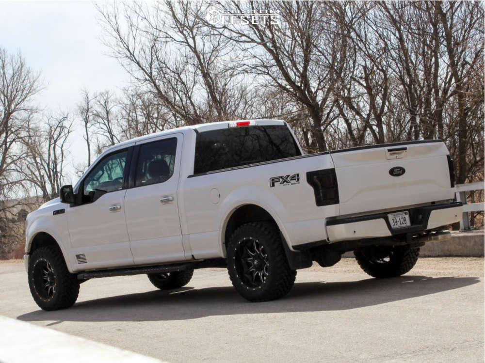 """2015 Ford F-150 Aggressive > 1"""" outside fender on 20x10 -18 offset Fuel Vandal and 33""""x12.5"""" Atturo Trail Blade Mt on Leveling Kit - Custom Offsets Gallery"""