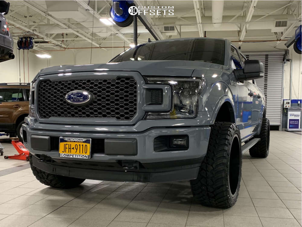 """2019 Ford F-150 Aggressive > 1"""" outside fender on 22x12 -44 offset Tis 544 & 33""""x12.5"""" AMP Mud Terrain Attack Mt A on Leveling Kit - Custom Offsets Gallery"""
