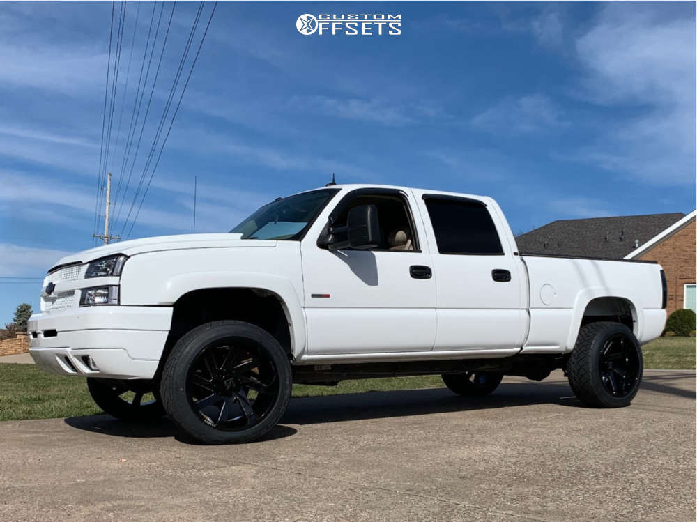 """2004 Chevrolet Silverado 2500 HD Aggressive > 1"""" outside fender on 22x12 -51 offset ARKON OFF-ROAD Lincoln & 305/50 Nitto Nt420s on Leveling Kit - Custom Offsets Gallery"""