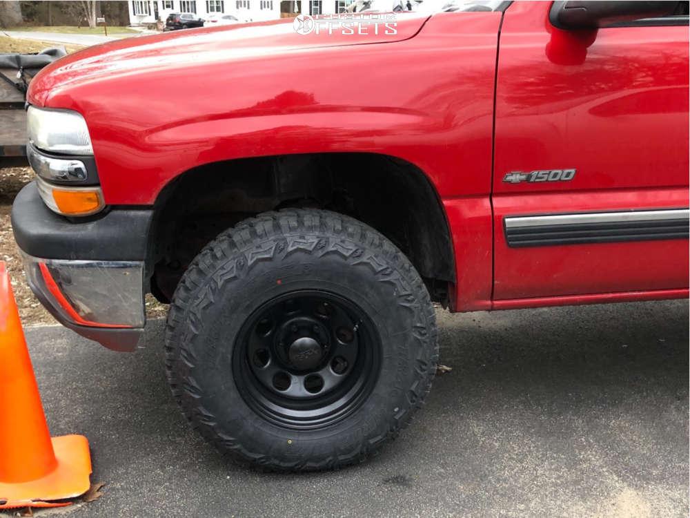 "2001 Chevrolet Silverado 1500 Aggressive > 1"" outside fender on 16x10 -38 offset Black Rock Type 8 & 33""x12.5"" Thunder Mud Trac on Leveling Kit - Custom Offsets Gallery"