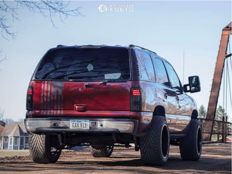 """2002 Chevrolet Tahoe Aggressive > 1"""" outside fender on 20x12 -44 offset Moto Metal Mo962 & 305/50 Toyo Tires Proxes S/t on Leveling Kit - Custom Offsets Gallery"""