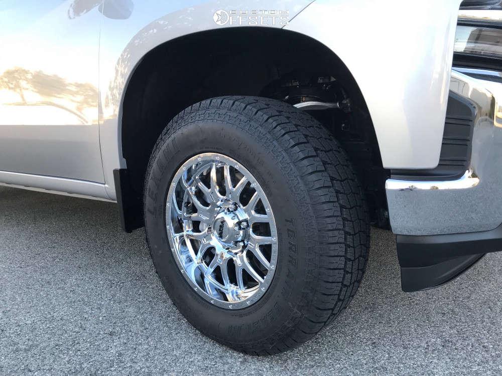 2019 Chevrolet Silverado 1500 Flush on 18x9 18 offset Ultra Hunter and 275/70 Lexani Terrain Beast At on Leveling Kit - Custom Offsets Gallery