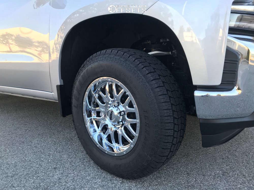 2019 Chevrolet Silverado 1500 Flush on 18x9 18 offset Ultra Hunter and 265/70 Lexani Terrain Beast At on Leveling Kit - Custom Offsets Gallery