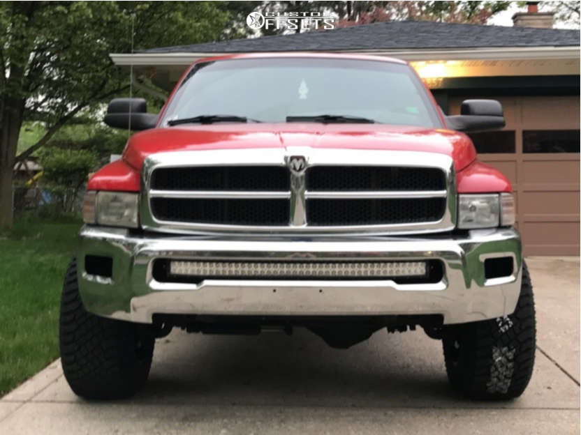 """2002 Dodge Ram 2500 Aggressive > 1"""" outside fender on 18x12 -44 offset Moto Metal Mo962 & 33""""x12.5"""" Atturo Trail Blade Xt on Stock Suspension - Custom Offsets Gallery"""