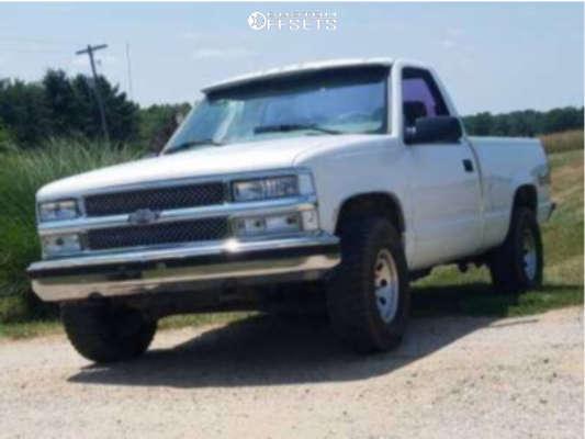 "1997 Chevrolet K1500 Aggressive > 1"" outside fender on 15x8 -19 offset Pro Comp Series 69 & 31""x10.5"" BFGoodrich All Terrain Ta Ko2 on Stock Suspension - Custom Offsets Gallery"