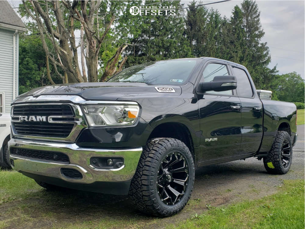 """2019 Ram 1500 Aggressive > 1"""" outside fender on 20x10 -18 offset Fuel Assault and 33""""x12.5"""" Nitto Ridge Grappler on Leveling Kit - Custom Offsets Gallery"""