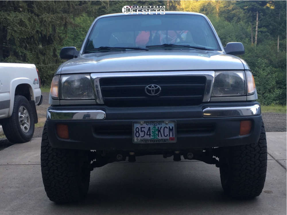 """2000 Toyota Tacoma Aggressive > 1"""" outside fender on 15x8 -24 offset Method Double Standard and 33""""x12.5"""" BFGoodrich All Terrain Ta Ko2 on Suspension Lift 3"""" - Custom Offsets Gallery"""
