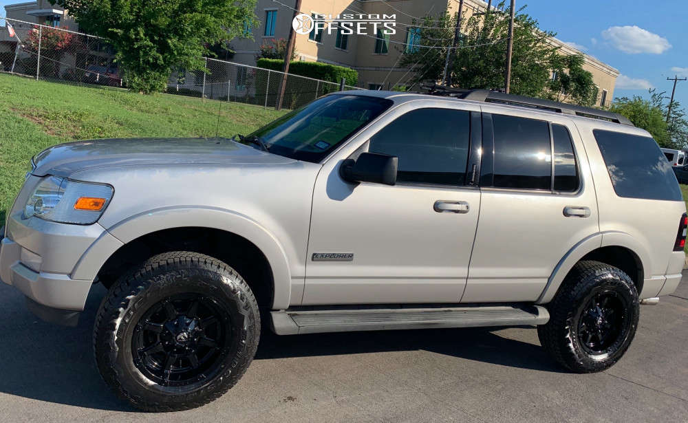 """2007 Ford Explorer Aggressive > 1"""" outside fender on 17x9 -12 offset Fuel Coupler and 265/70 Bridgestone Dueler A/t Rh-s on Air Suspension - Custom Offsets Gallery"""