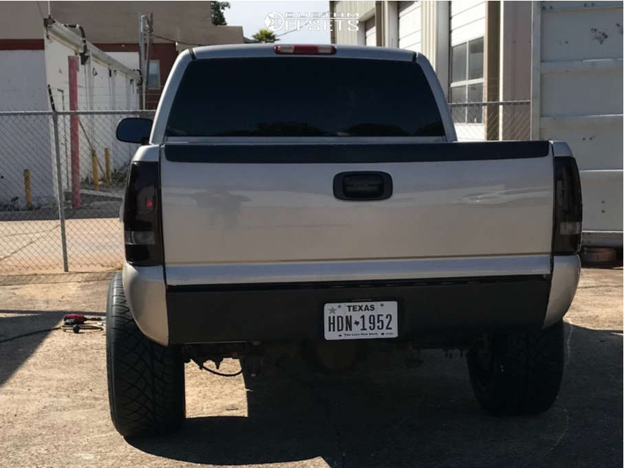 """2004 GMC Sierra 1500 Aggressive > 1"""" outside fender on 20x12 -44 offset Moto Metal Mo962 & 305/50 Nitto Nt420s on Suspension Lift 4.5"""" - Custom Offsets Gallery"""
