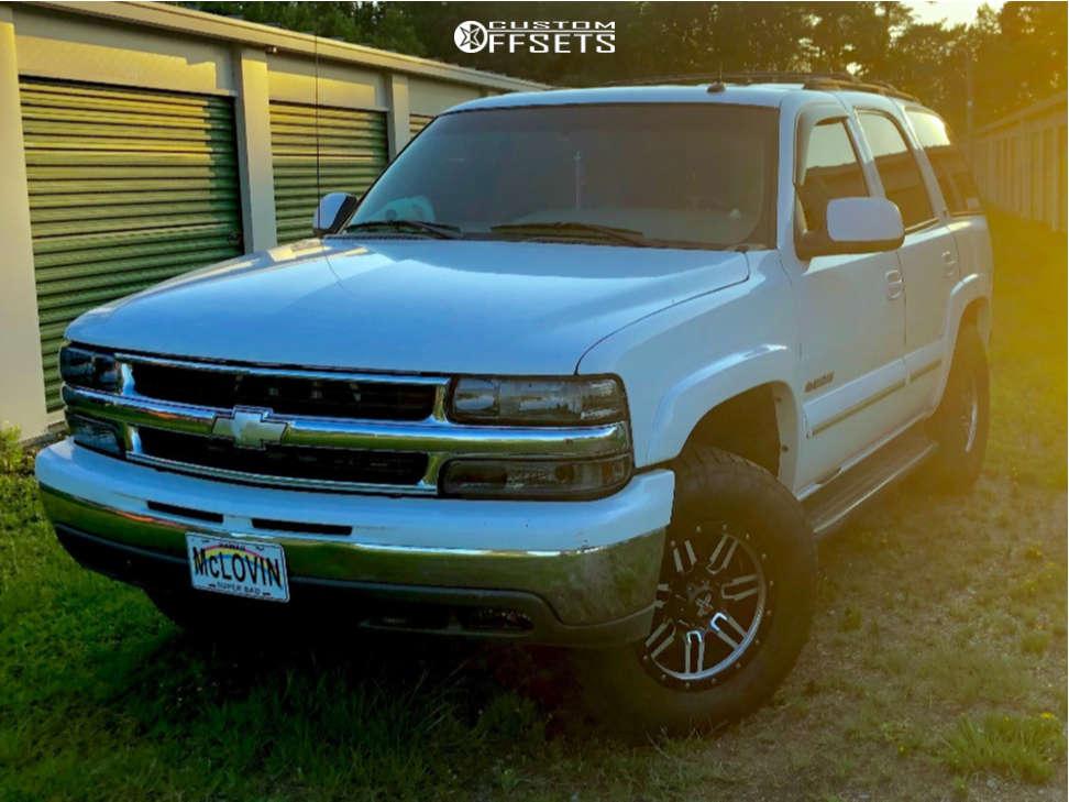 """2002 Chevrolet Tahoe Aggressive > 1"""" outside fender on 17x8.5 0 offset DX4 7s & 285/70 Nitto Terra Grappler G2 on Leveling Kit - Custom Offsets Gallery"""