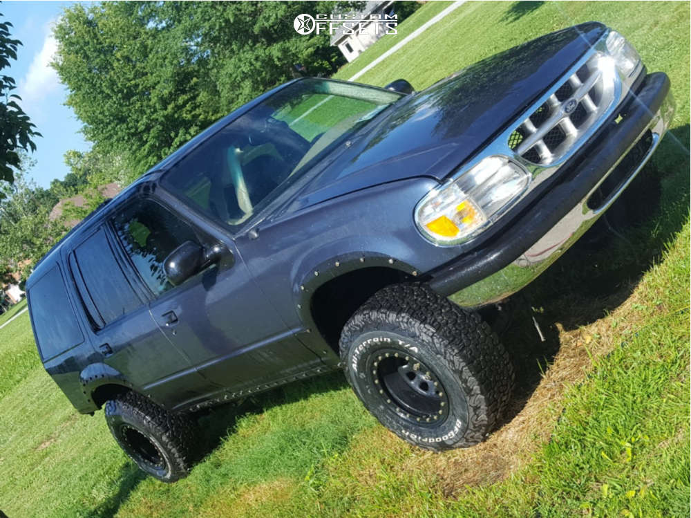 """1998 Ford Explorer Aggressive > 1"""" outside fender on 15x10 -44 offset Pro Comp Series 252 and 31""""x10.5"""" BFGoodrich All Terrain Ta Ko2 on Suspension Lift 2.5"""" - Custom Offsets Gallery"""