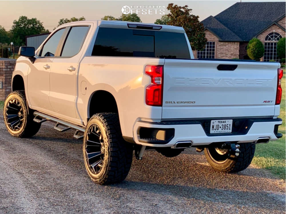 """2019 Chevrolet Silverado 1500 Aggressive > 1"""" outside fender on 22x12 -44 offset Fuel Assault and 35""""x12.5"""" Toyo Tires Open Country R/T on Suspension Lift 6"""" - Custom Offsets Gallery"""
