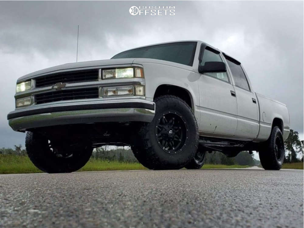 2000 Chevrolet C2500 Flush on 17x9 1 offset Fuel Hostage and 285/70 Nitto Terra Grappler G2 on Stock Suspension - Custom Offsets Gallery