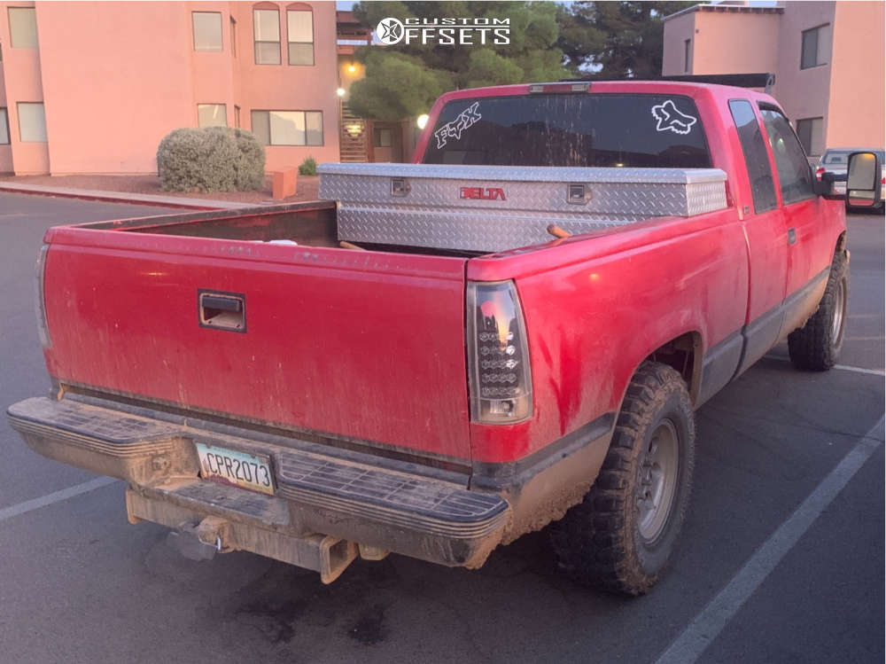 """1995 Chevrolet K1500 Aggressive > 1"""" outside fender on 16x8 -6 offset Ultra Type 164 & 285/75 Federal Couragia Mt on Stock Suspension - Custom Offsets Gallery"""