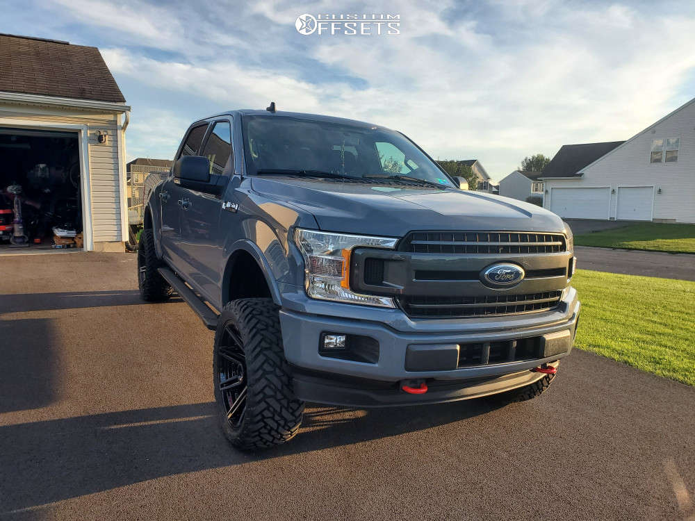 """2019 Ford F-150 Aggressive > 1"""" outside fender on 22x10 -24 offset 4Play 4p08 and 33""""x12.5"""" Fuel Mud Gripper on Suspension Lift 4"""" - Custom Offsets Gallery"""