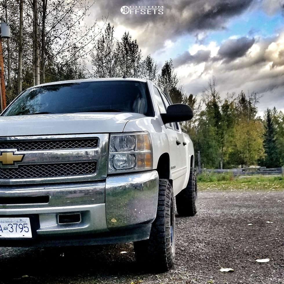 """2012 Chevrolet Silverado 1500 Aggressive > 1"""" outside fender on 17x10 -24 offset Moto Metal Mo962 and 285/70 Goodyear Wrangler Duratrac on Leveling Kit - Custom Offsets Gallery"""