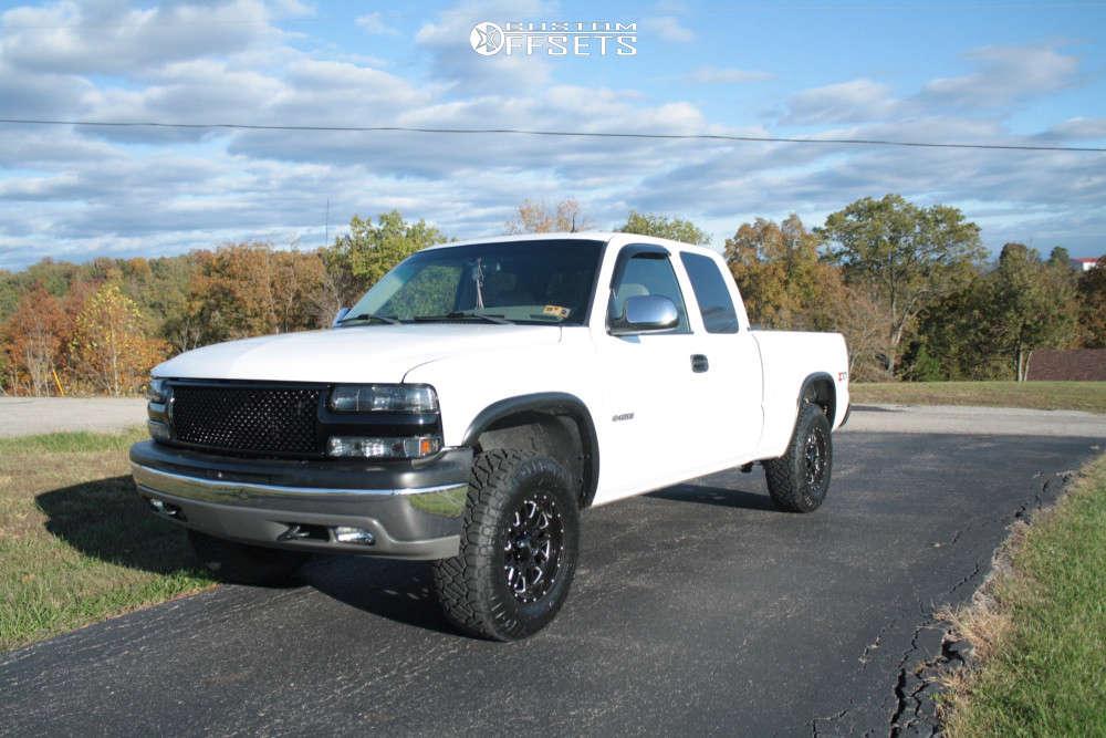 2001 Chevrolet Silverado 1500 Flush on 17x9 18 offset Ultra Hunter and 255/80 Nitto Ridge Grappler on Leveling Kit - Custom Offsets Gallery