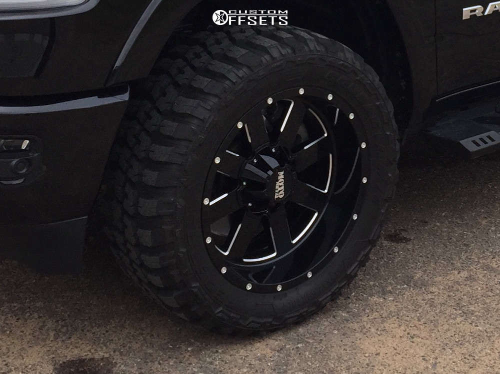 """2020 Ram 1500 Aggressive > 1"""" outside fender on 20x10 -24 offset Moto Metal Mo962 & 33""""x12.5"""" Federal Couragia MT on Leveling Kit - Custom Offsets Gallery"""