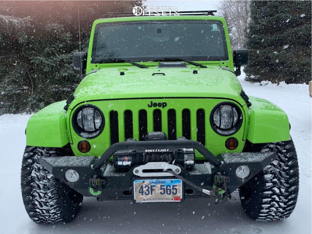 "2012 Jeep Wrangler Aggressive > 1"" outside fender on 20x12 -44 offset Moto Metal MO962 & 33""x12.5"" Radar Renegade R7 Mt on Stock Suspension - Custom Offsets Gallery"