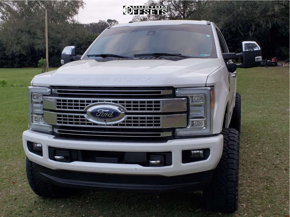 """2017 Ford F-250 Aggressive > 1"""" outside fender on 22x12 -44 offset Moto Metal Razor and 35""""x12.5"""" Nitto Ridge Grappler on Leveling Kit - Custom Offsets Gallery"""