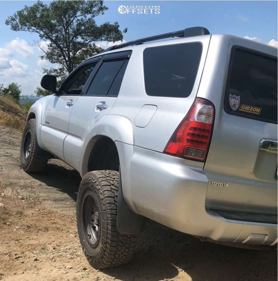 """2007 Toyota 4Runner Aggressive > 1"""" outside fender on 17x8.5 -6 offset Fuel Anza & 33""""x70"""" Falken Wildpeak At3w on Leveling Kit - Custom Offsets Gallery"""