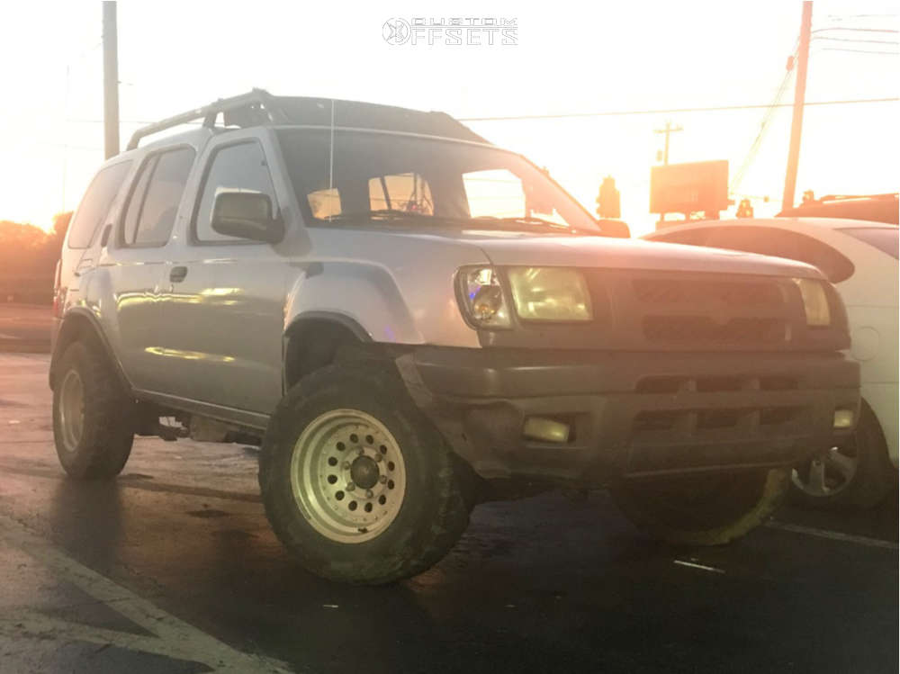 """2001 Nissan Xterra Aggressive > 1"""" outside fender on 15x10 -38 offset American Racing Outlaw Ii & 31""""x10.5"""" Centennial Dirt Commander Mt on Stock Suspension - Custom Offsets Gallery"""