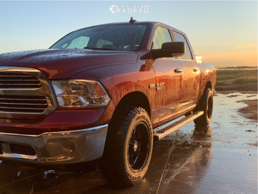 "2017 Ram 1500 Aggressive > 1"" outside fender on 20x10 -24 offset Moto Metal Mo962 and 275/65 Kanati Trail Hog on Leveling Kit - Custom Offsets Gallery"