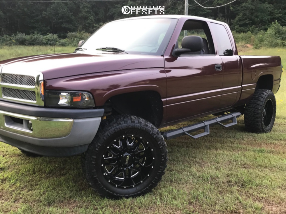 "2001 Dodge Ram 2500 Slightly Aggressive on 20x12 -44 offset Ultra Hunter and 25""x12.5"" Federal Xplora M/t on Leveling Kit - Custom Offsets Gallery"