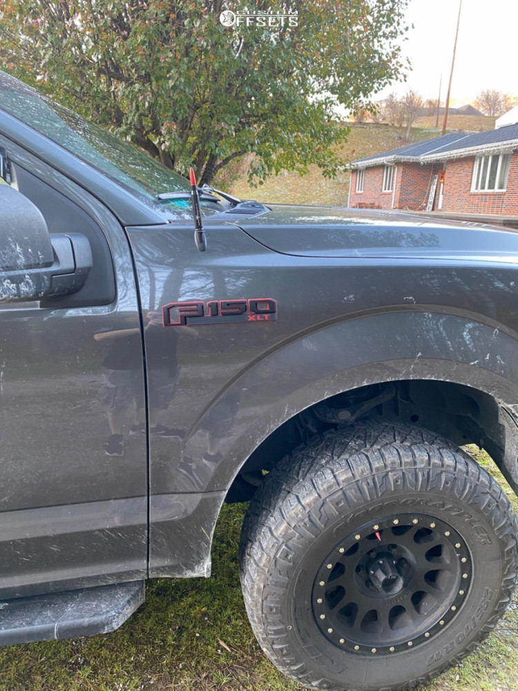 """2016 Ford F-150 Aggressive > 1"""" outside fender on 17x7.5 -6 offset Method Nv and 33""""x12.5"""" Nitto Ridge Grappler on Leveling Kit - Custom Offsets Gallery"""