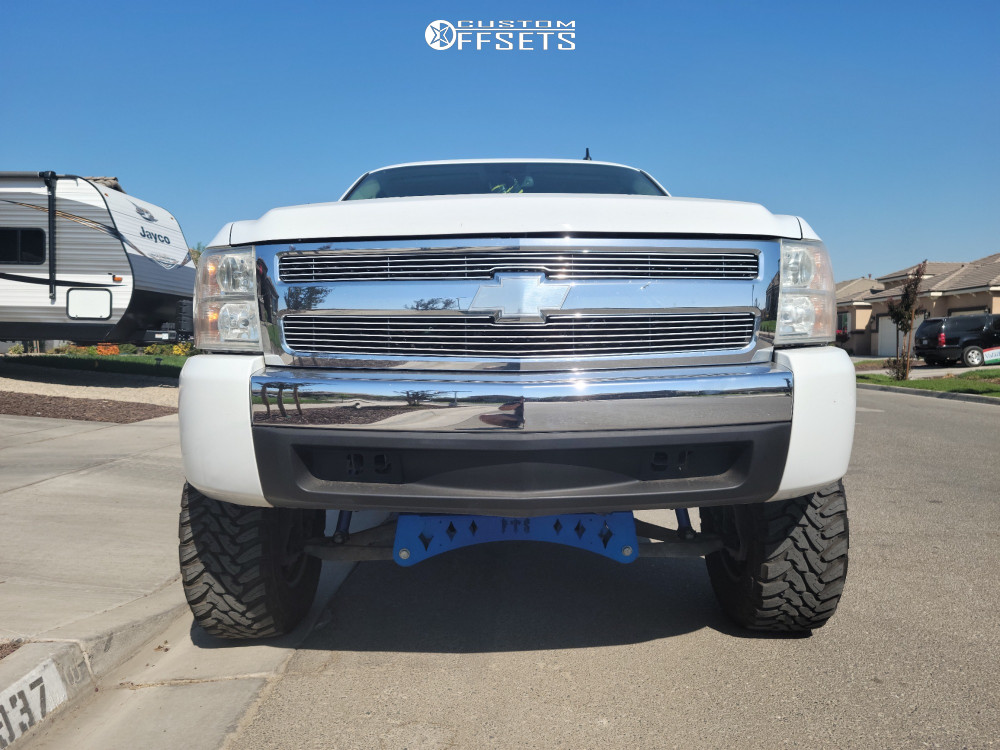 "2007 Chevrolet Silverado 1500 Aggressive > 1"" outside fender on 18x9 18 offset XD Badlands and 33""x12.5"" Toyo Tires Open Country M/t on Suspension Lift 8"" - Custom Offsets Gallery"