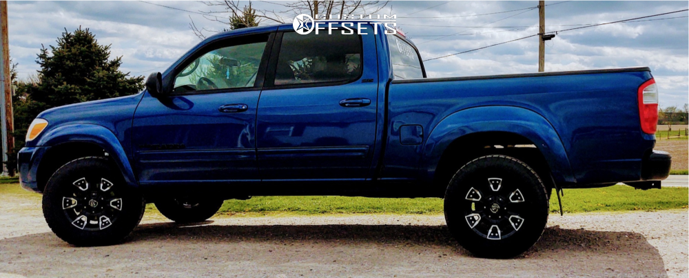 """2006 Toyota Tundra Aggressive > 1"""" outside fender on 17x9 0 offset Panther Off-road 904 and 31""""x70"""" Toyo Tires Open Country A/T III on Leveling Kit - Custom Offsets Gallery"""