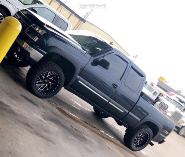 "2006 Chevrolet Silverado 1500 Slightly Aggressive on 20x10 -18 offset Moto Metal Mo985 and 33""x12.5"" Red Dirt Road Rd-6 on Leveling Kit - Custom Offsets Gallery"