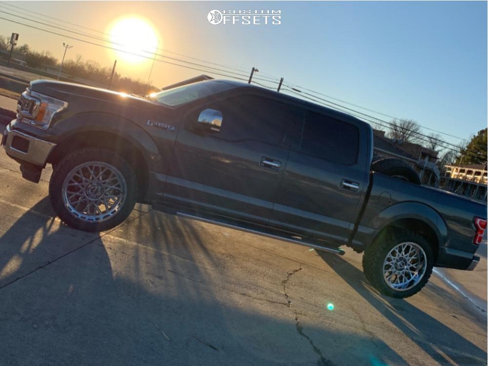 "2018 Ford F-150 Aggressive > 1"" outside fender on 22x10 -19 offset Vision Rocker and 33""x12.5"" Venom Power Terra Hunter Mt on Leveling Kit - Custom Offsets Gallery"