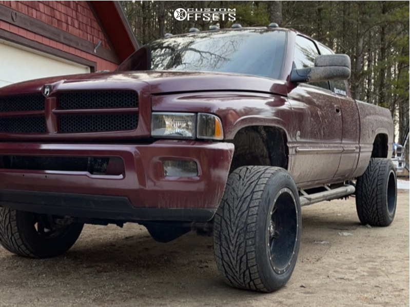 """2001 Dodge Ram 2500 Super Aggressive 3""""-5"""" on 20x12 -44 offset Fuel Maverick and 305/50 Toyo Tires Proxes St Iii on Leveling Kit - Custom Offsets Gallery"""
